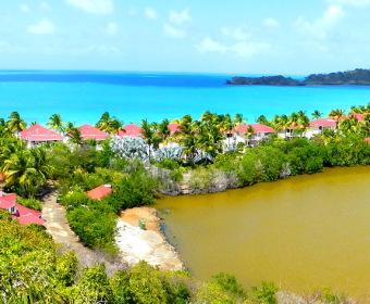 Antigua, stechend blaues Meer und kackbrauner Binnensee