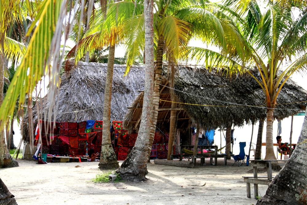 Kuna Haus mit Mola-Verkauf